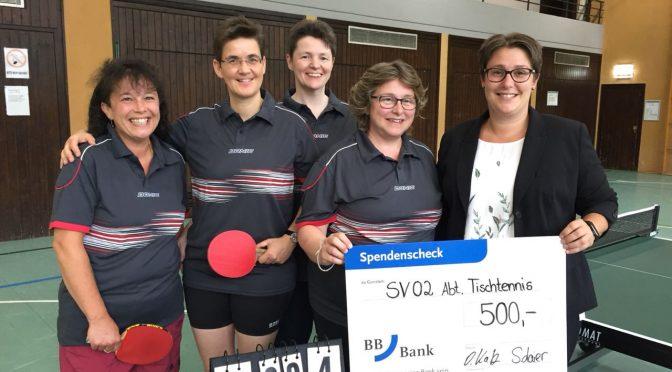 Tischtennis Damenmannschaft durch Spende mit neuen Trikots und Spielausrüstung ausgestattet
